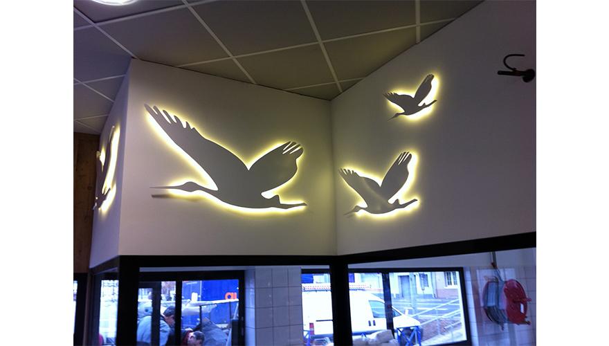 Decoration intérieure découpée à la forme et retroeclairée LED