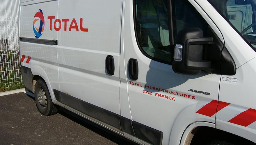 Marquage véhicule utilitaire bandes rétrorefléchissantes règlementaires